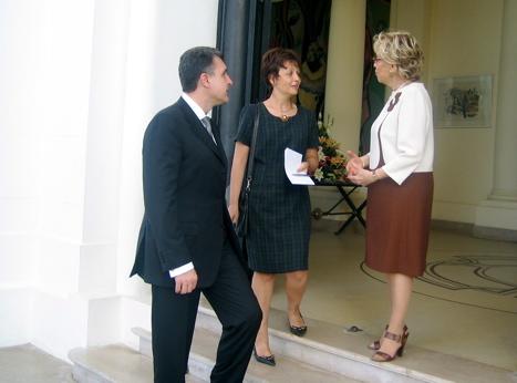 2007-senegal-first-lady-2.jpg