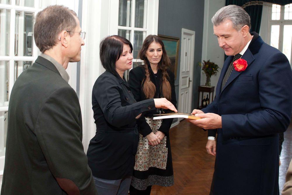 Principele Radu viziteaza expozitia de pictura Vadim Cretu, Galeriile Carol, 11 noiembrie 2016, foto Daniel Angelescu