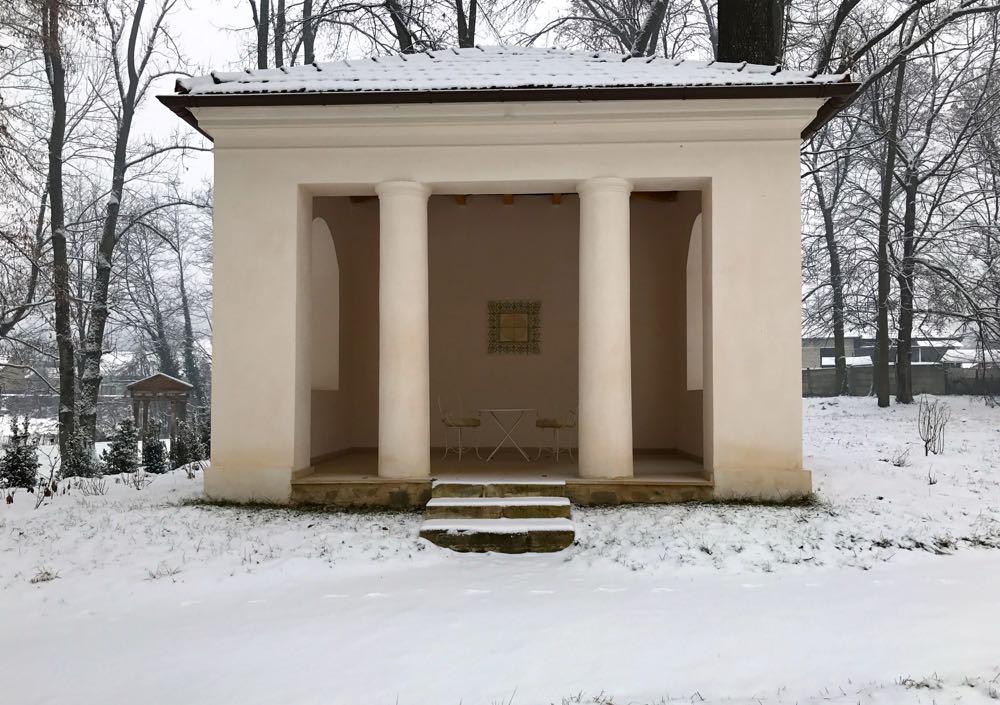 Savarsin, parcul si casa la ceas de sarbatoare a Craciunului 2016