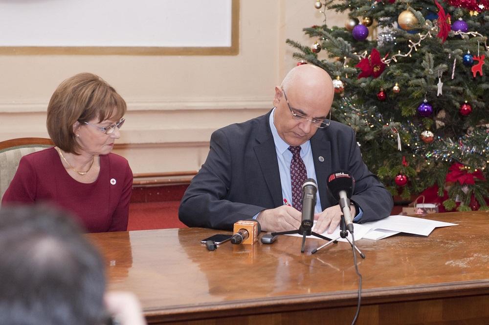 principesa-mostenitoare-la-semnarea-protocolului-de-colaborare-crucea-rosie-isu-19-decembrie-2016-foto-daniel-angelescu-c-casa-ms-regelui-8