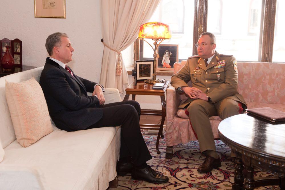 Principele Radu si generalul Nicolae Ciuca, Seful Statului Major General, la Palatul Elisabeta, 19 decembrie 2016 ©Daniel Angelescu