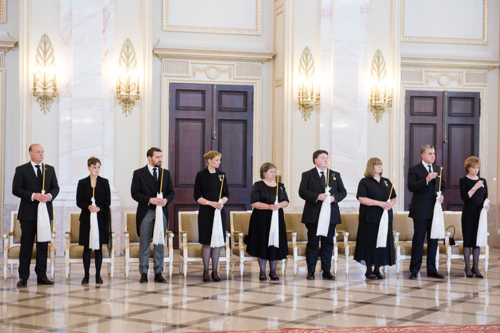 Familia Regala la Funeraliile Reginei Ana, Palatul Regal