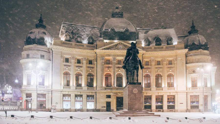 Fotografii cu prima ninsoare din București pe 2017: Imagini dintr-o tură foto făcută de la 4 dimineața, pe 6 ianuarie: Unirii - Universitate - Ateneu - Piața Revoluției - Calea Victoriei - Centrul Vechi. ©Dragos Asaftei