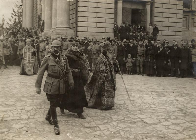 Regele Ferdinand I si Regina Maria la Mitropolia din Iasi, 30 aprilie 1918