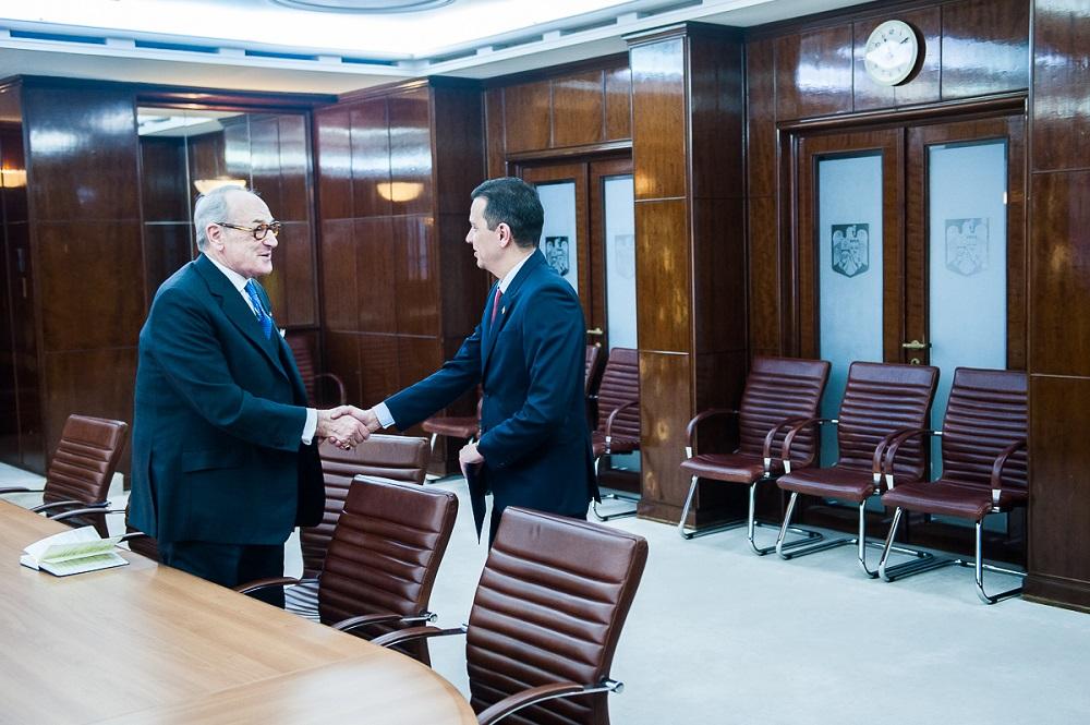 seful-casei-majestatii-sale-regelui-s-a-intalnit-cu-prim-ministrul-guvernului-palatul-victoria-7martie2017-1