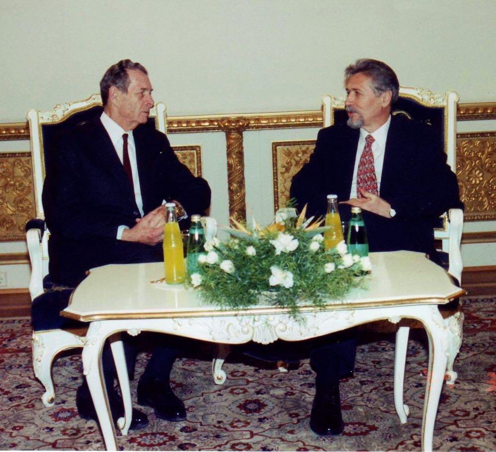 La Palatul Cotroceni, în seara de 4 martie 1997, Regele Mihai I s-a întâlnit cu Președintele Emil Constantinescu. A fost prima venire la Palatul Cotroceni a Familiei Regale, din anul 1947