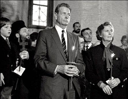 Familia Regala la Bucuresti, Pasti 1992 ©Andrei Pandele