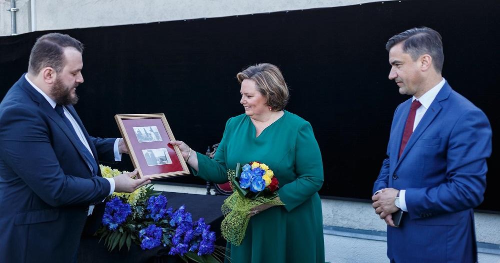 principesa-sofia-expozitie-la-ateneul-din-iasi-17-mai-2017-2