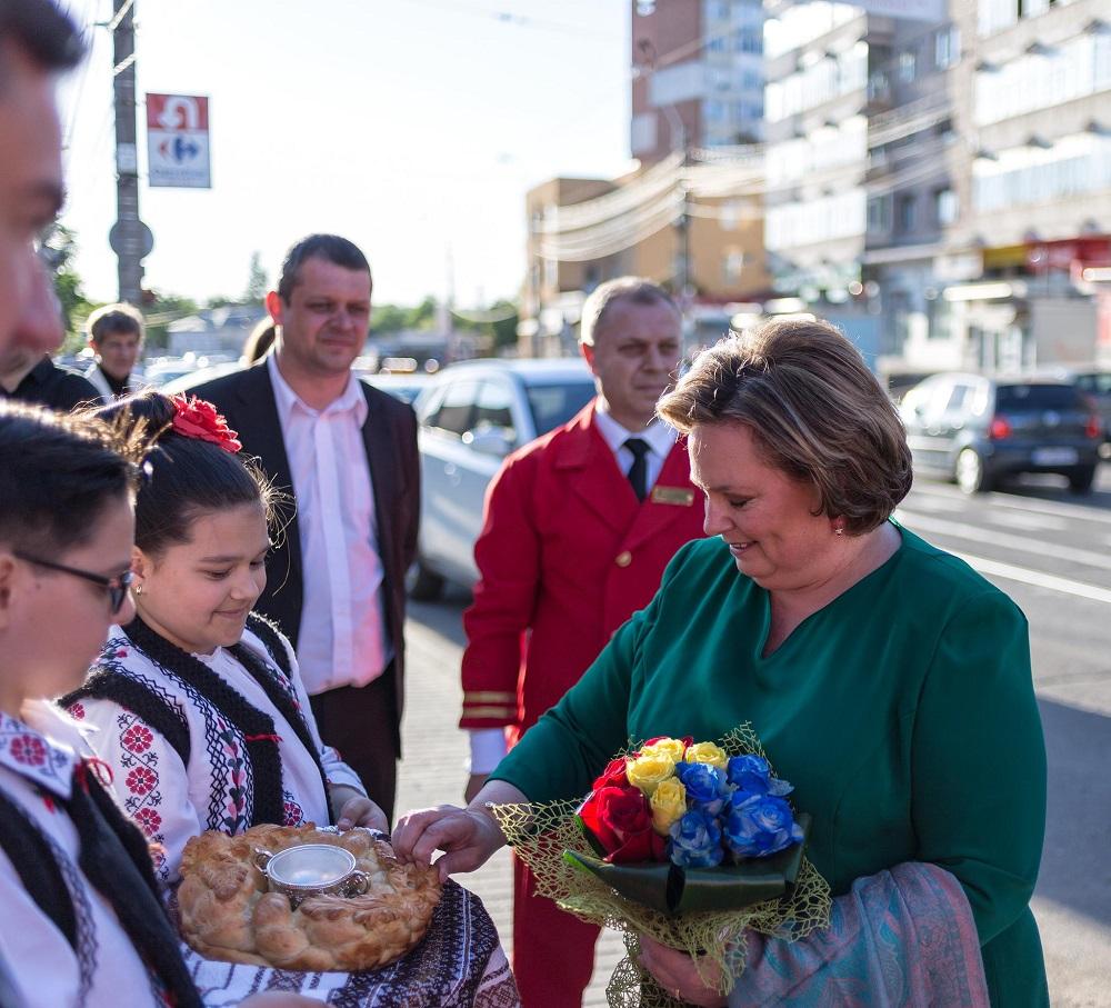 principesa-sofia-expozitie-la-ateneul-din-iasi-17-mai-2017-3