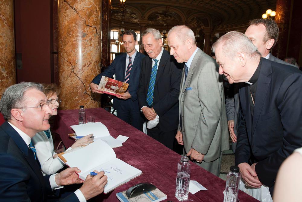 Lansarea albumului Povestea Castelului Peles la Ateneul Roman, 13 iunie 2017, Principesa Mostenitoare Margareta si Principele Radu ©Daniel Angelescu