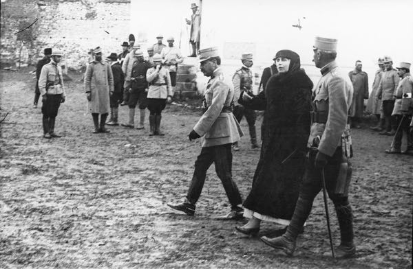 Regele Ferdinand si Regina Maria pe front in timpul Primului Razboi Mondial Onesti 1917
