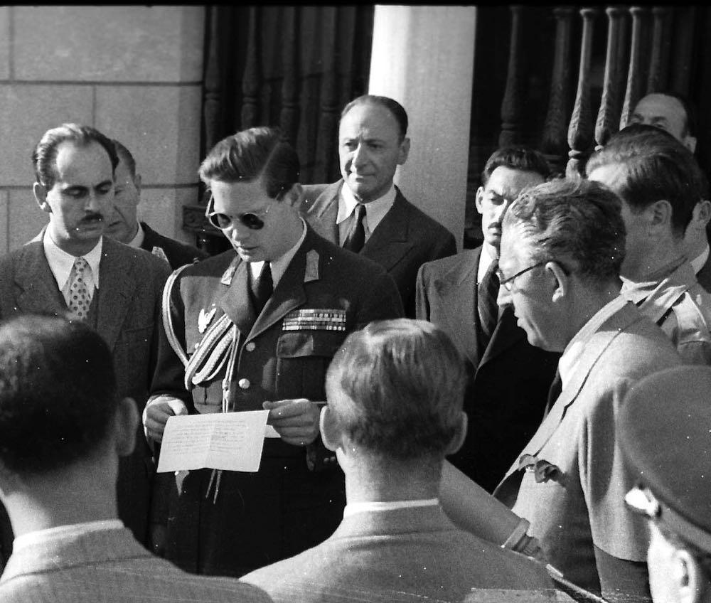 1944 Regele Mihai la intalnire cu presa la Palatul Elisabeta ©Agerpres