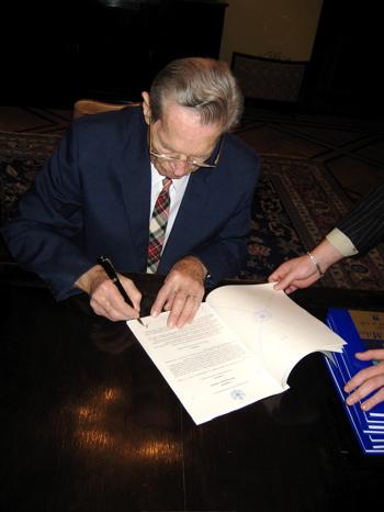 signing-hmk.jpg